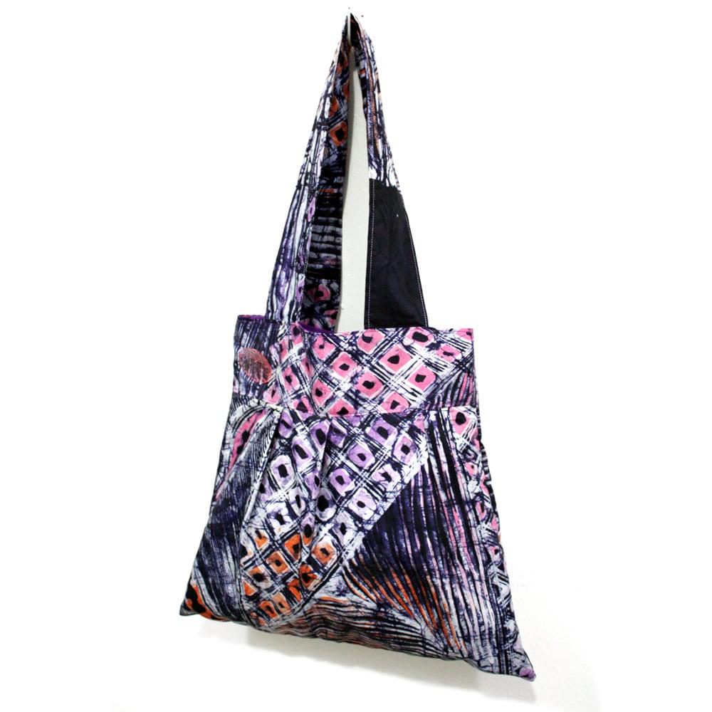 Urbanknit Pink Peacock Bee Bag