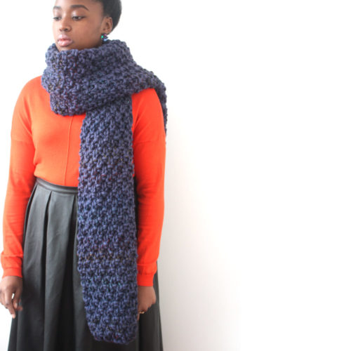 Big scarf in blue chunky knit
